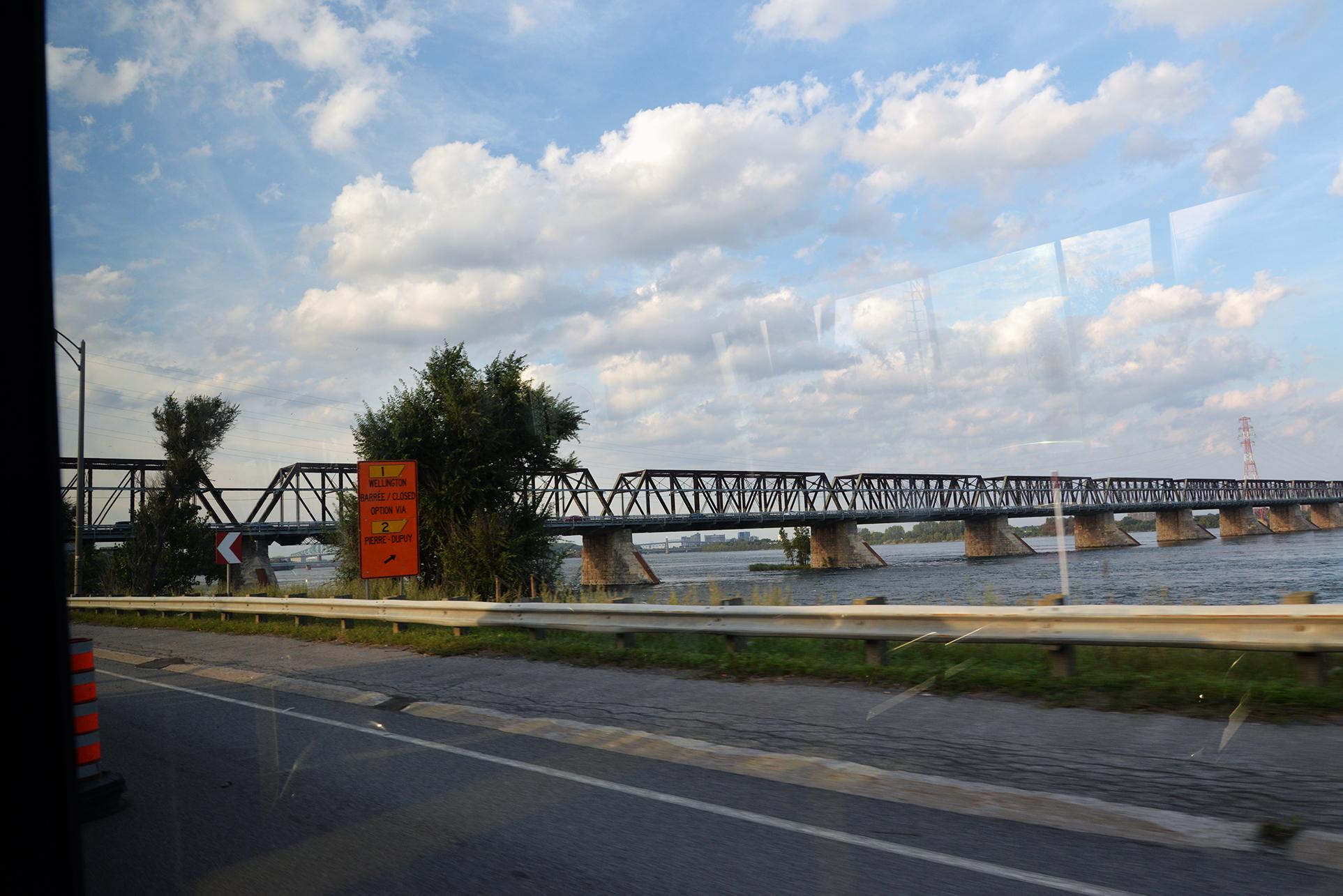 Pont Victoria Bridge 1 du bus / from bus