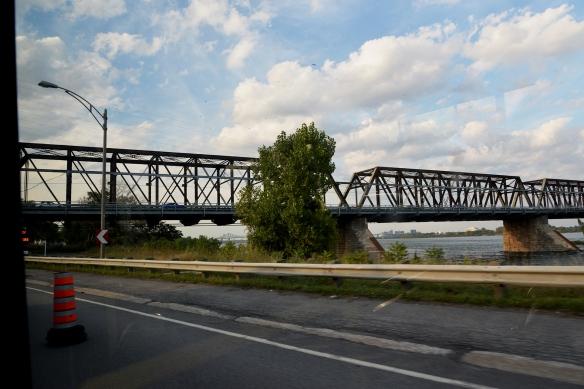 Pont Victoria Bridge 2 du bus / from bus